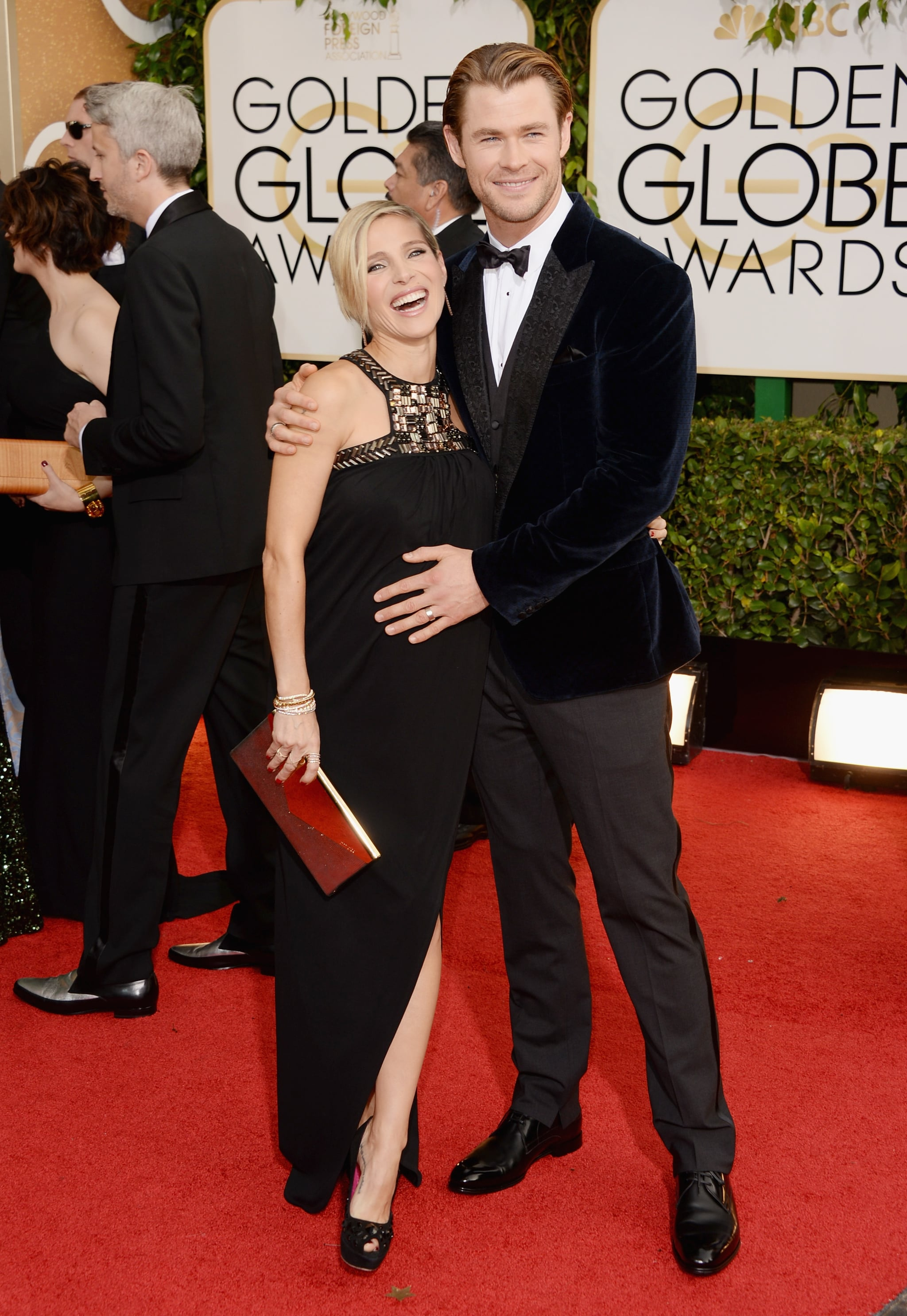 Chris Hemsworth and Elsa Pataky showed sweet PDA on the Golden Globes red carpet.