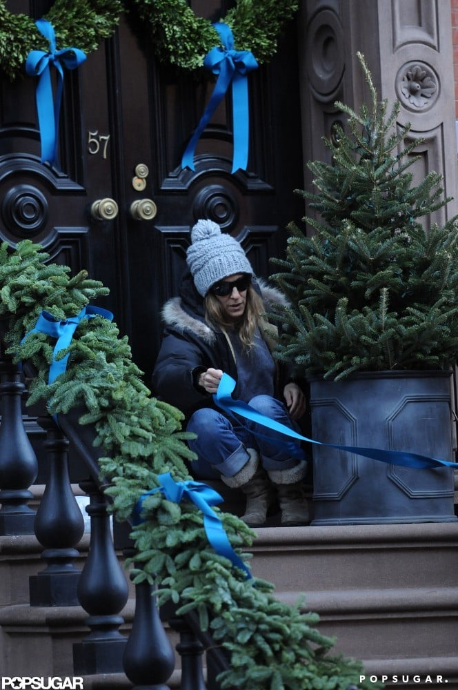 Sarah Jessica Parker tied a ribbon on a tree outside her home.