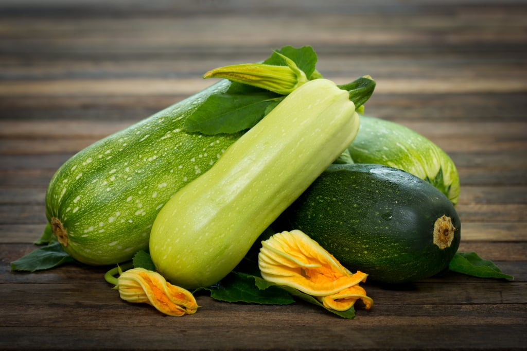 Zucchini and their flowers fruits and vegetables in - Cuisiner une grosse courgette ...
