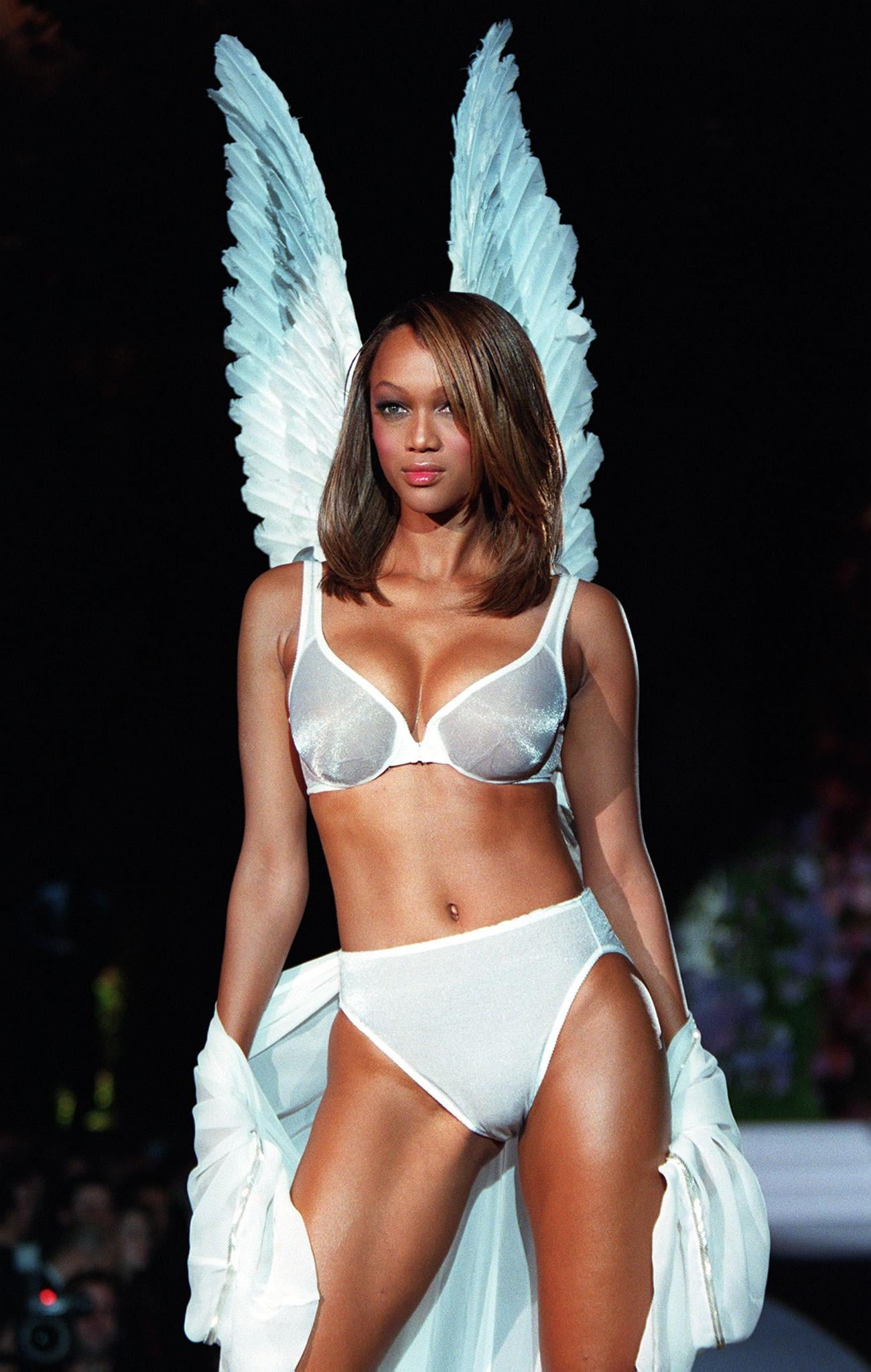 NEW YORK, UNITED STATES:  Model Tyra Banks wears a white Angel bra and matching panties with white Angel wings during the Victoria's Secret Spring 1998 Fashion show 03 February in New York.     AFP PHOTO/Jon LEVY (Photo credit should read JON LEVY/AFP/Getty Images)