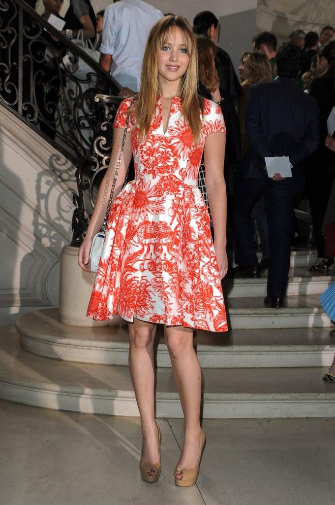 وهذا هو بالضبط ما يحدث عندما تلتقي الأناقة بروعة الفتاة العصرية. كم هو رائع هذا النقش الأحمر على هذا الفستان المختلط اللون الذي ارتدته إلى عرض ديور كوتور خريف 2012؟