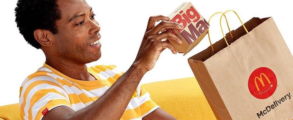 ماكدونالدز تحتفل بليلة ماك توصيل وتوزع الهدايا على زبائنها