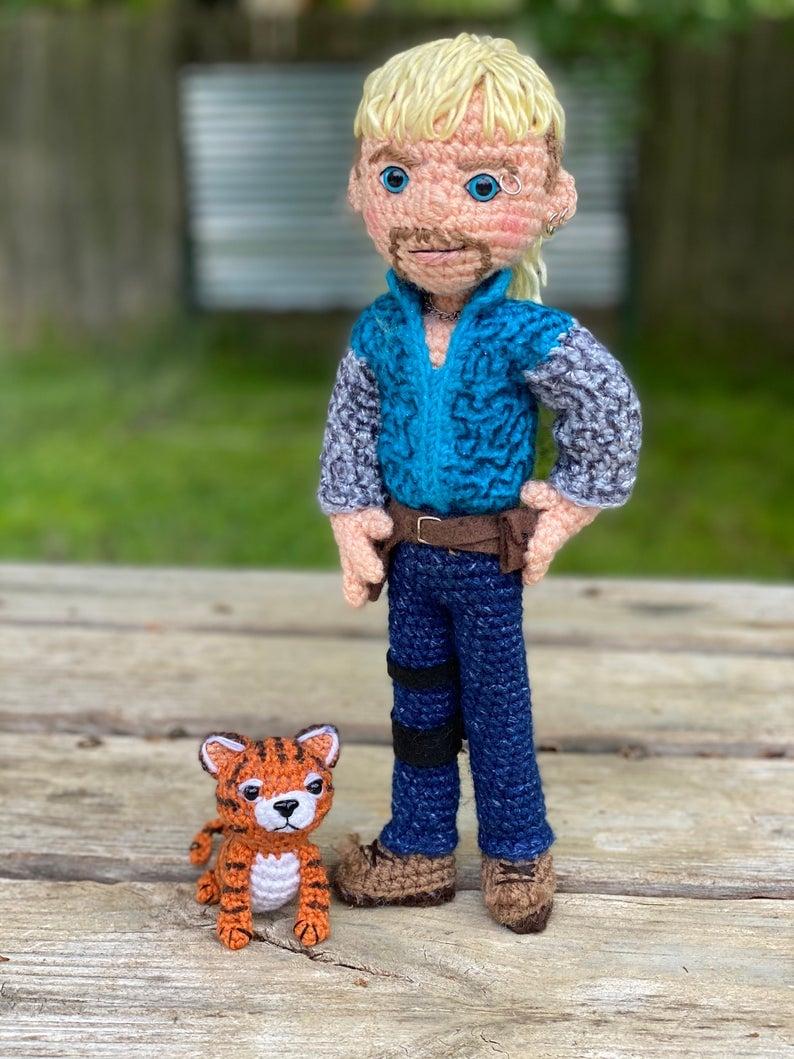 Free Crochet Tiger Amigurumi Pattern - thefriendlyredfox.com   1059x794