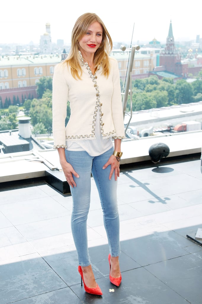 Cameron Diaz topped her light skinnies with a tweedy jacket and a pair of brilliant pointed-toe pumps for a perfectly on-trend vibe.