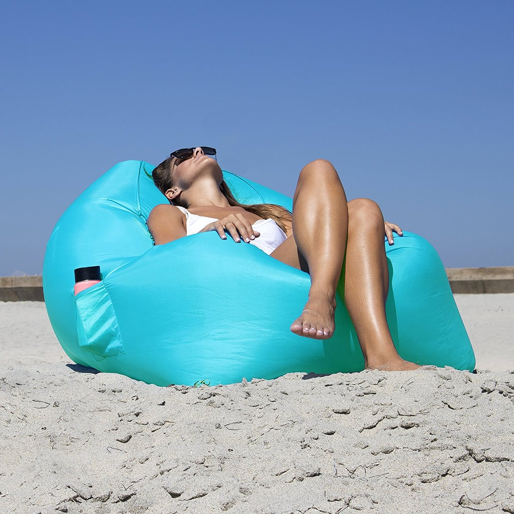 The chair pocket allows you to store a drink, sunscreen, or anything else you want within arms reach.