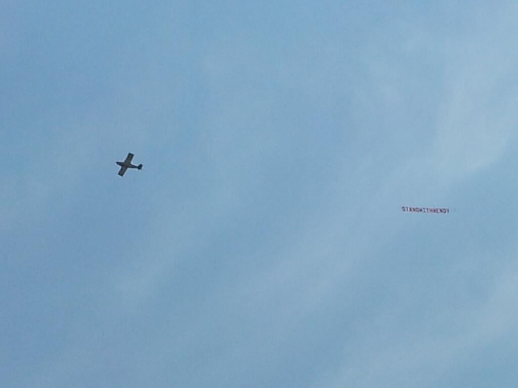 "A plane flew over the Texas Capitol with a banner reading, ""Stand With Wendy."" Source: Twitter user smkeyes"