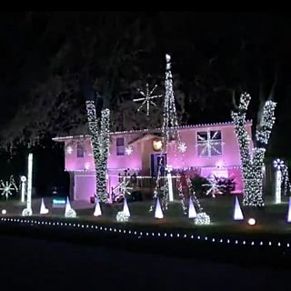 Christmas Light Display Timed to Taylor Swift 2018 Video