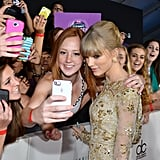 Taylor Swift posed with some fans.
