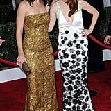 Jennifer Garner, in a gold Oscar de la Renta gown, laughed and posed with Julianne Moore at the SAG Awards.