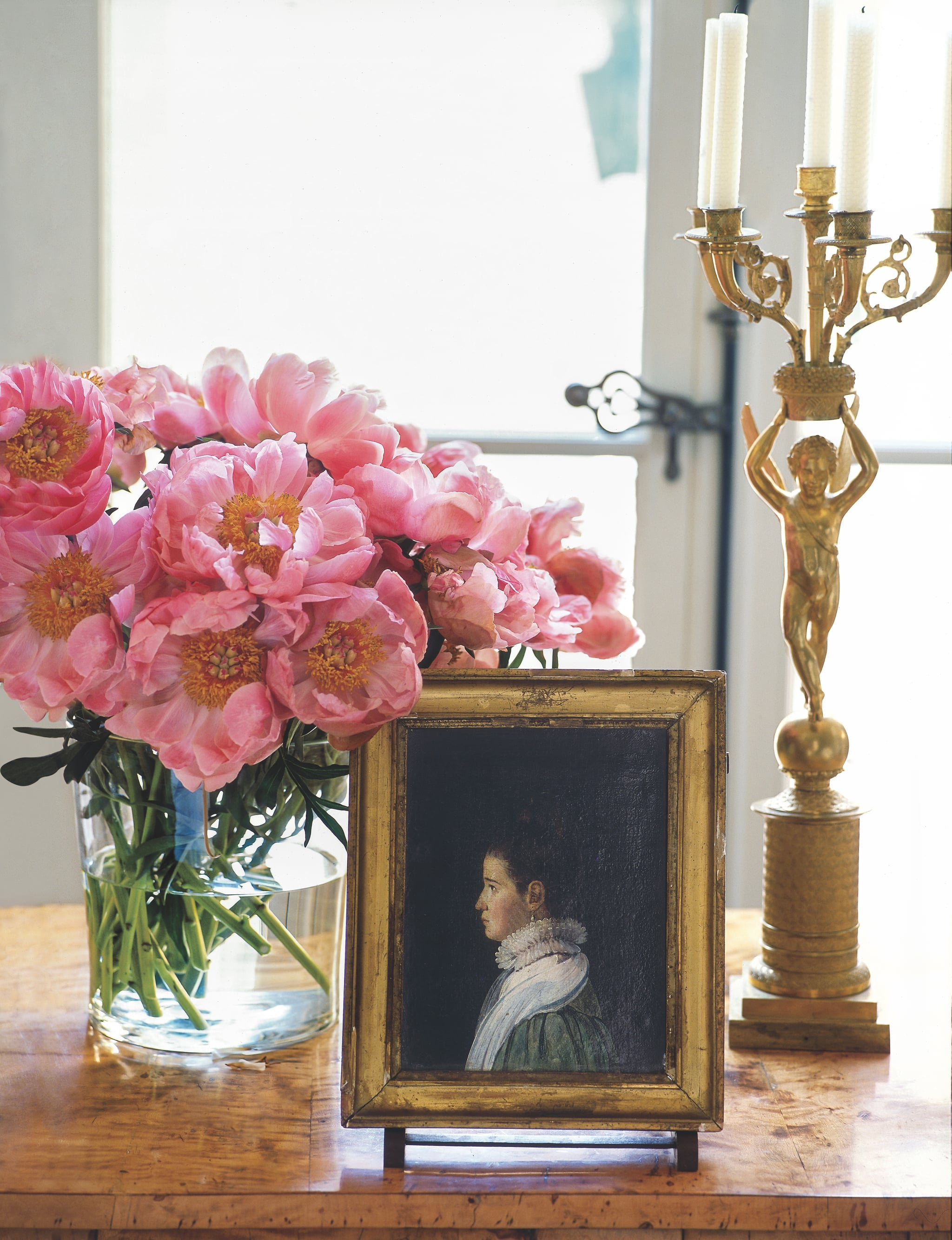 How to decorate home with flowers - Clinton Smith On How To Decorate With Flowers On A Budget Popsugar Home