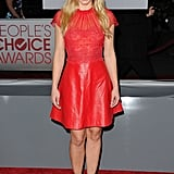 Kristen Bell wore bright red for the People's Choice Awards.