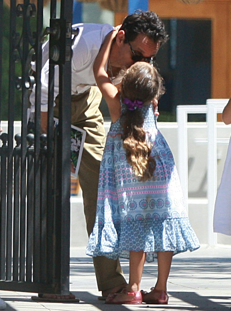 Marc Anthony also gave a kiss to Emme.