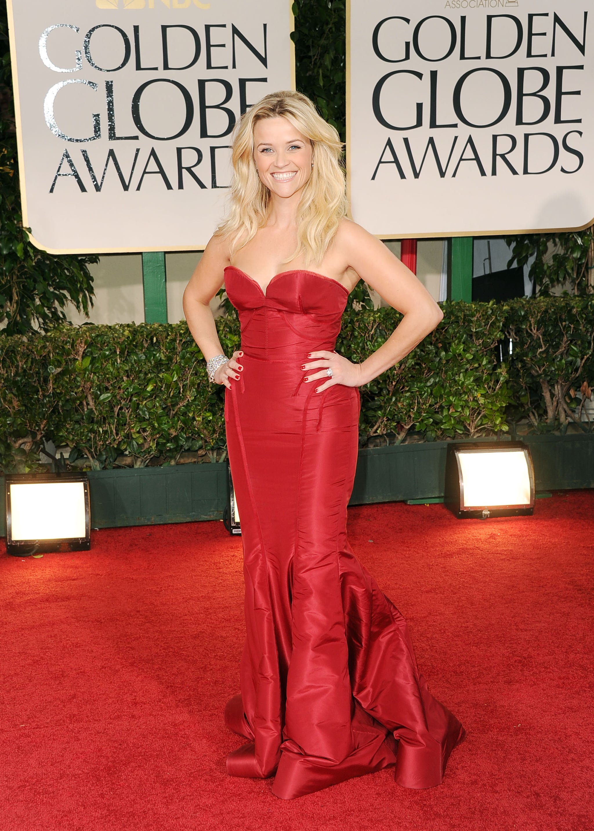 Reese Withespoon in red at the Golden Globes.