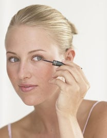 How to Use a Liquid Eyeliner 2010-07-02 09:00:29