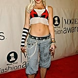 She flaunted her abs in a signature Stefani ensemble for the 2001 VH1/Vogue Fashion Awards.