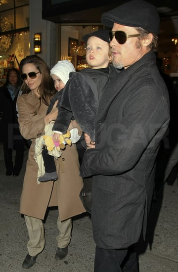 Pictures of Brad Pitt and Angelina Jolie with Knox and Vivienne in NYC 2010-12-04 22:17:21