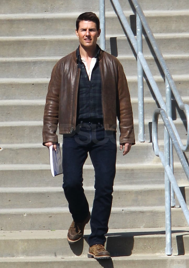 Tom Cruise carried a script in his hand.