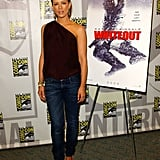 For a 2007 Comic-Con panel, Kate wore a chocolate one-shoulder top, basic blue skinny jeans, and patent peep-toe espadrilles.