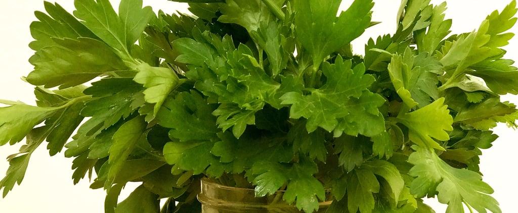 لتحافظي على أعشاب الطعام طازجة ولذيذة مدة أطول، عامليها كباقة أزهار جميلة