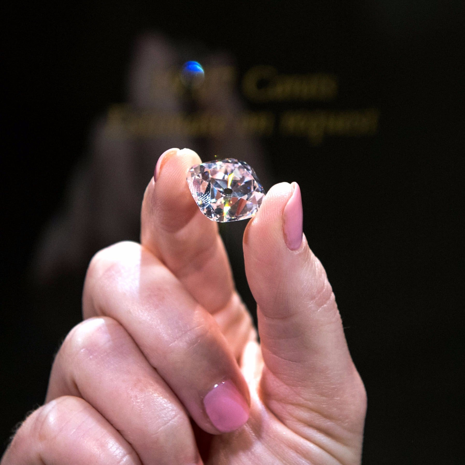 French Crown Jewel Pink Diamond Up For Auction at Christie\'s ...
