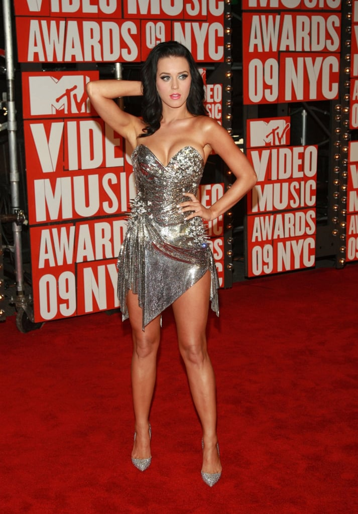 She posed at the September 2009 MTV Music Awards at NYC's Radio City Music Hall.