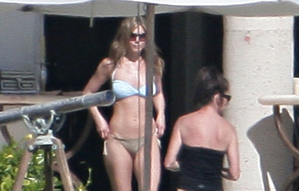 Jennifer met up with friends in Mexico in December 2007.