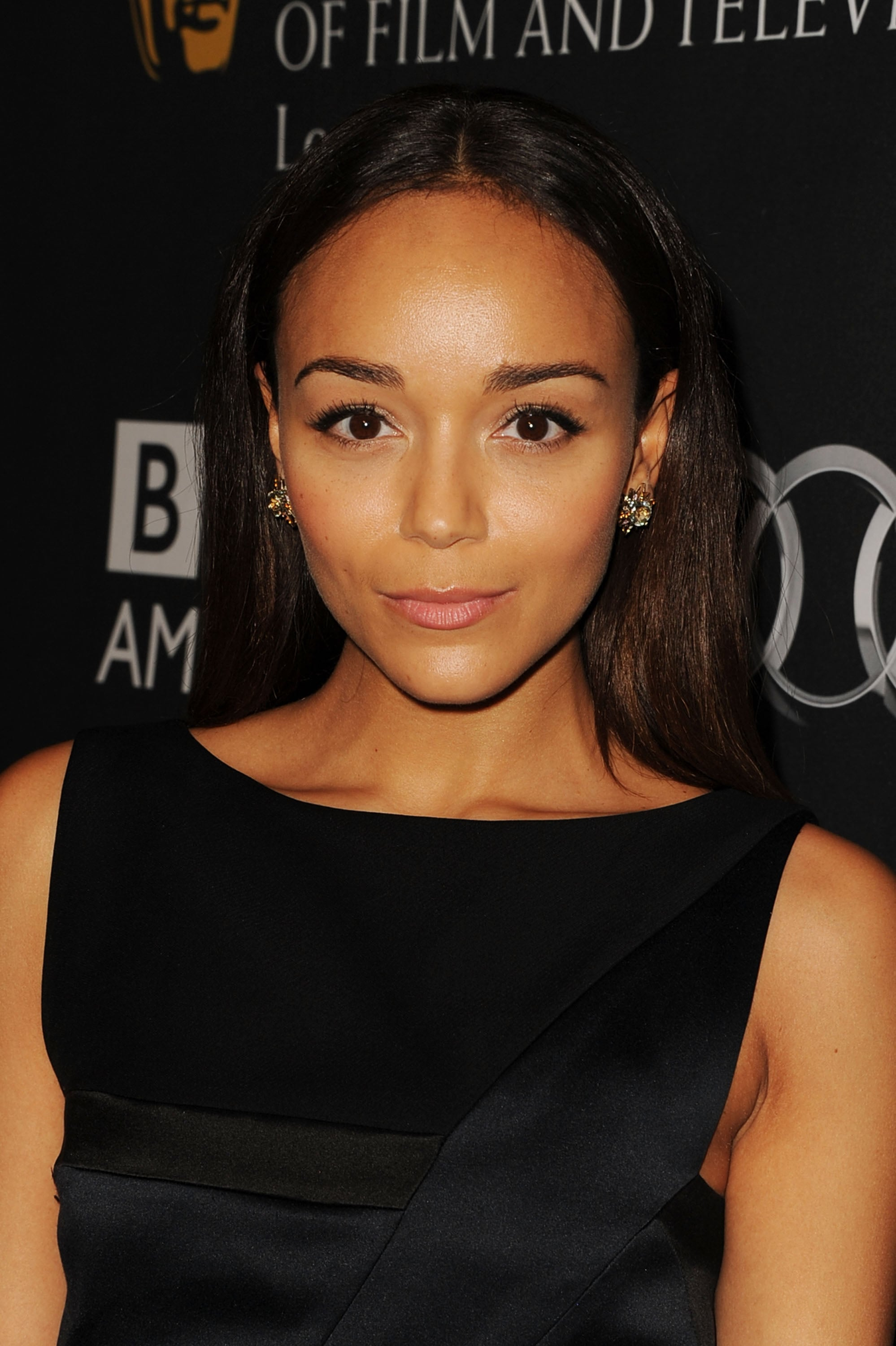 Ashley Madekwe took the simple approach, wearing a touch of eyeliner and straight strands to the BAFTA LA TV Tea.