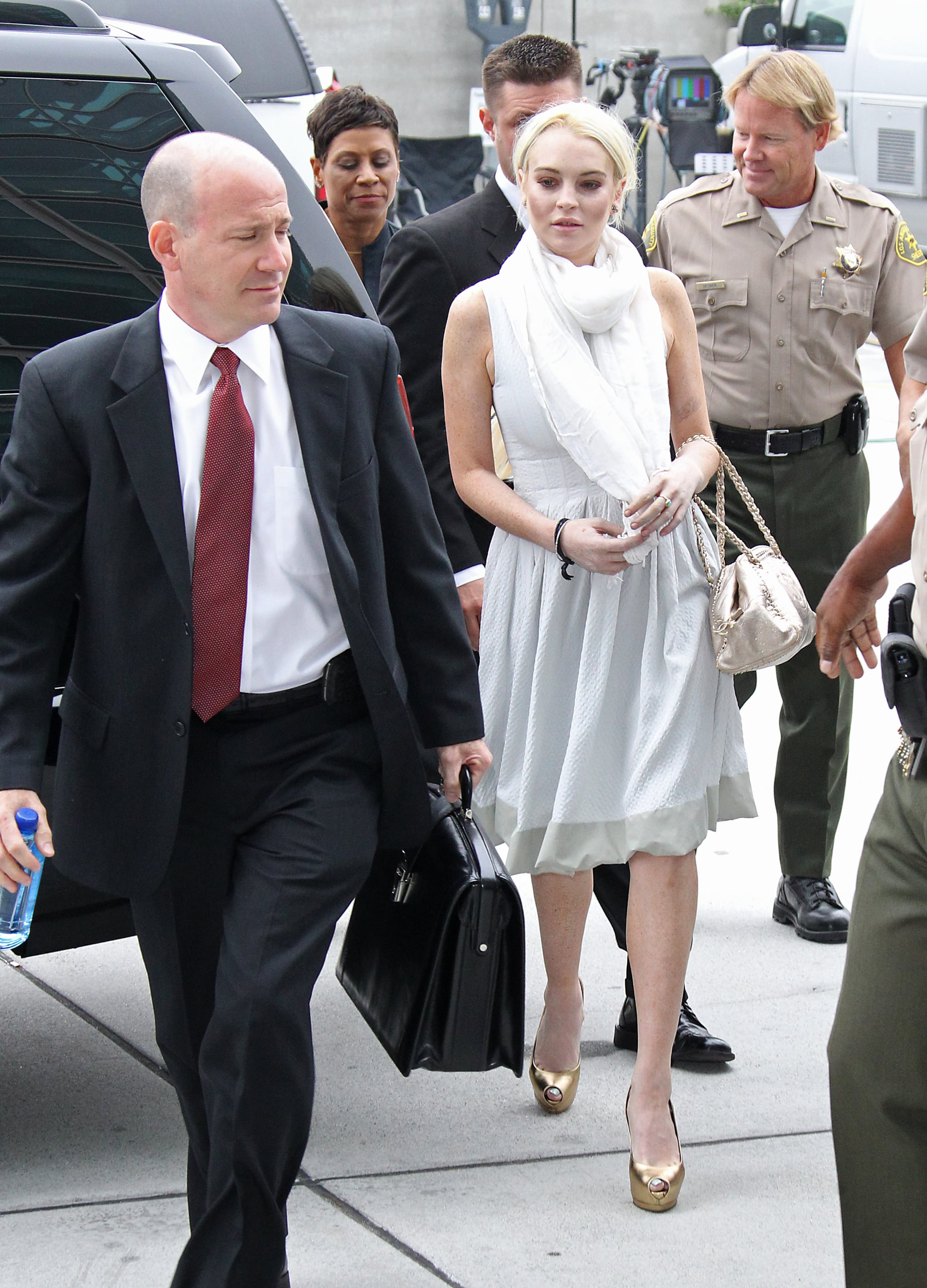 Lindsay Lohan walked into a courthouse in LA.