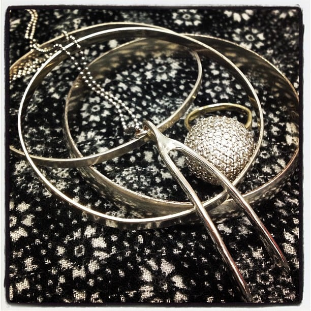 Gen's accessories this Friday? Silver bangles all the way from Zimbabwe, Marc Jacobs wishbone necklace and a Swarovski ring.