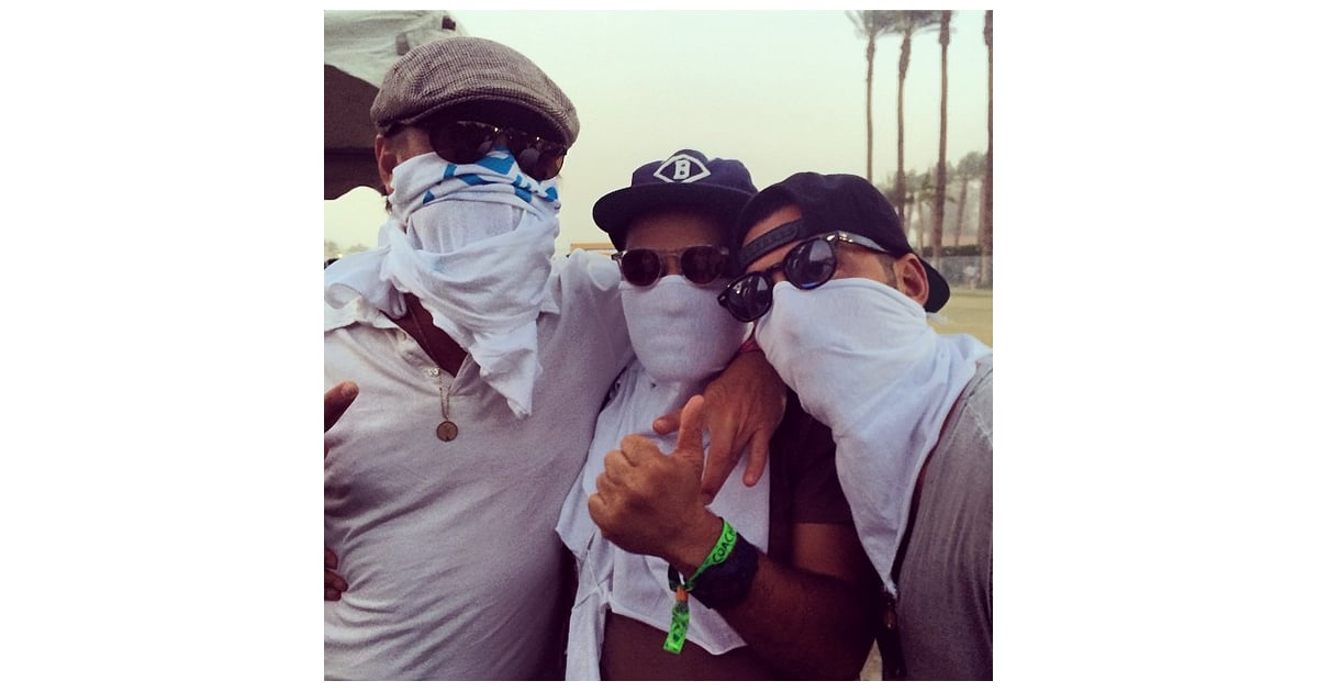a3c96c48d44 Leonardo DiCaprio (left) covered his face with a t-shirt
