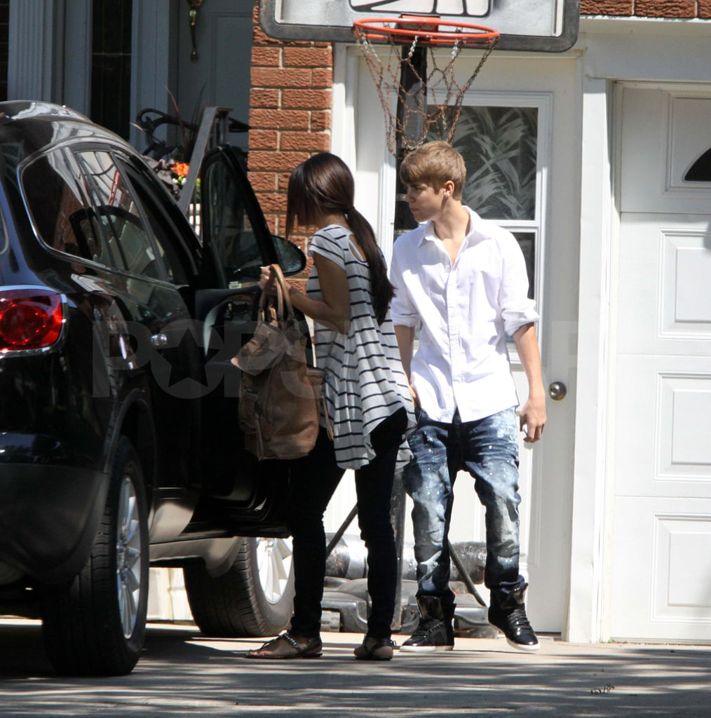 Selena Gomez Makes a Morning Exit From Justin Bieber's House