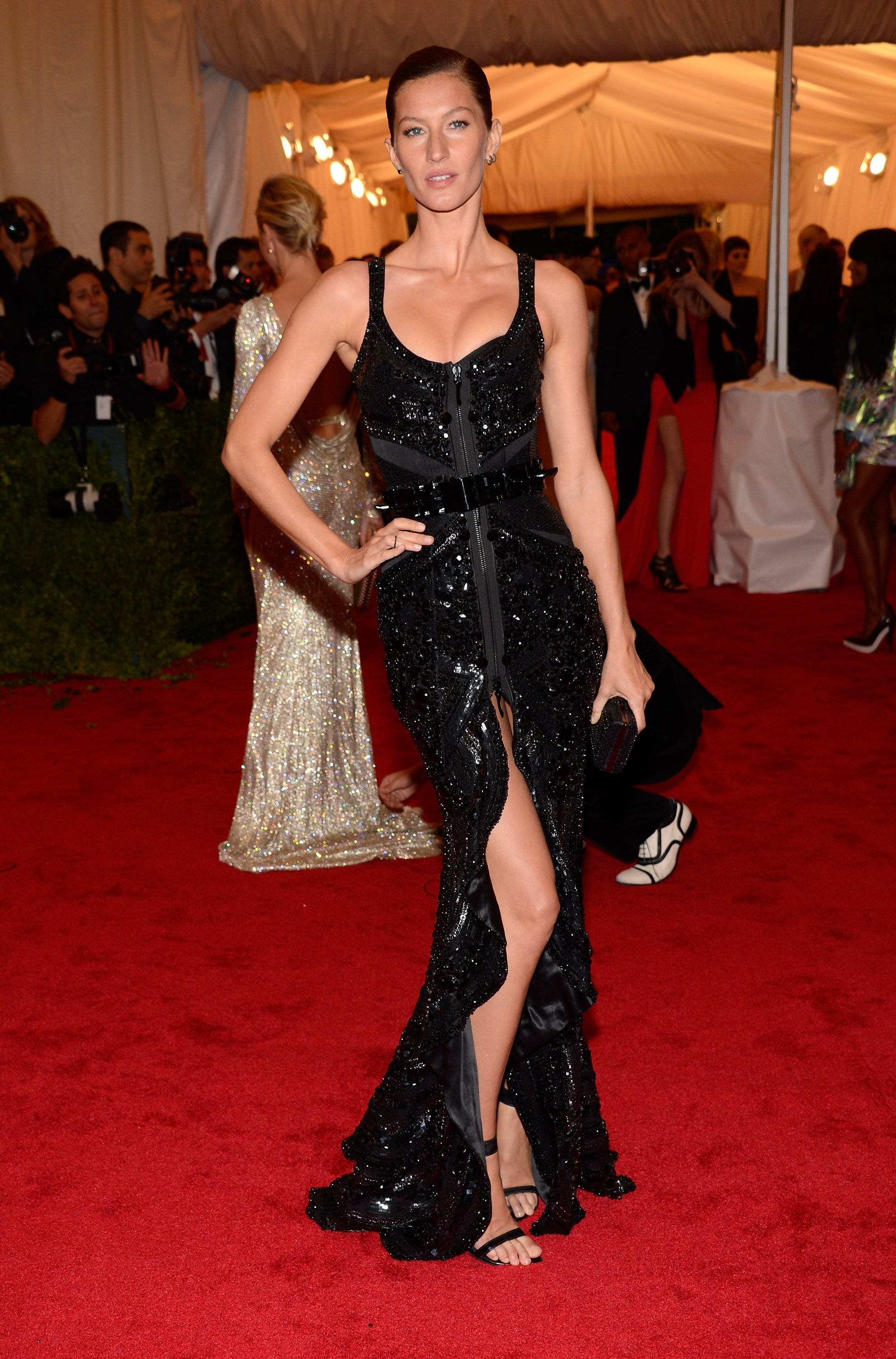 Gisele Bundchen Posed In Givenchy On The Red Carpet At The Met Gala  Gisele Bundchen -7028