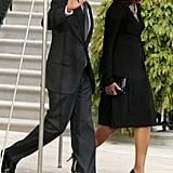 فستان لف أسود على شكل قميص يمكنك ارتداؤه على حذاء كعب عالي مدبب من الأمام