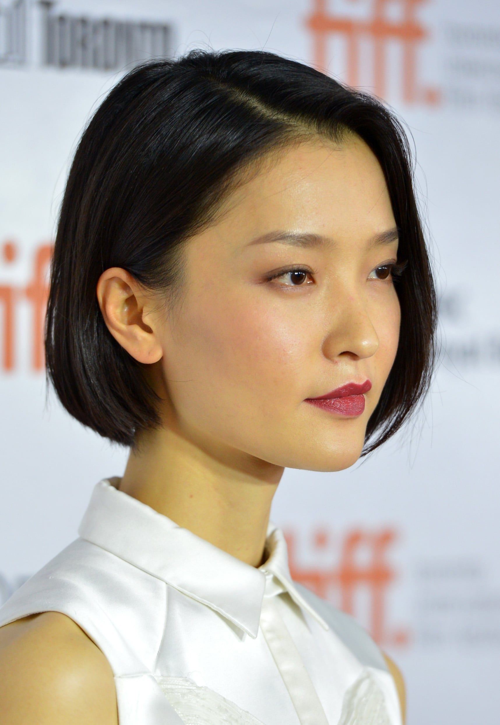 Between her bob and berry lips, Du Juan looked absolutely flawless on the red carpet at the American Dreams premiere.