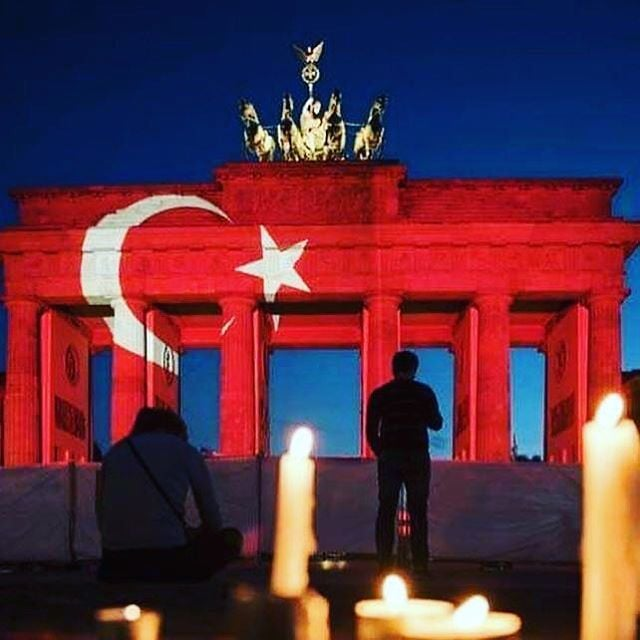 Landmarks Show Support for Turkey
