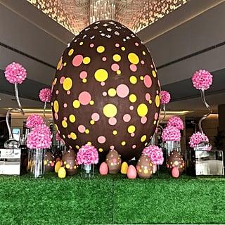 بيضة فصح يستعرضها فندق فيرمونت دبي تحتوي على 436000 سعرة حرا
