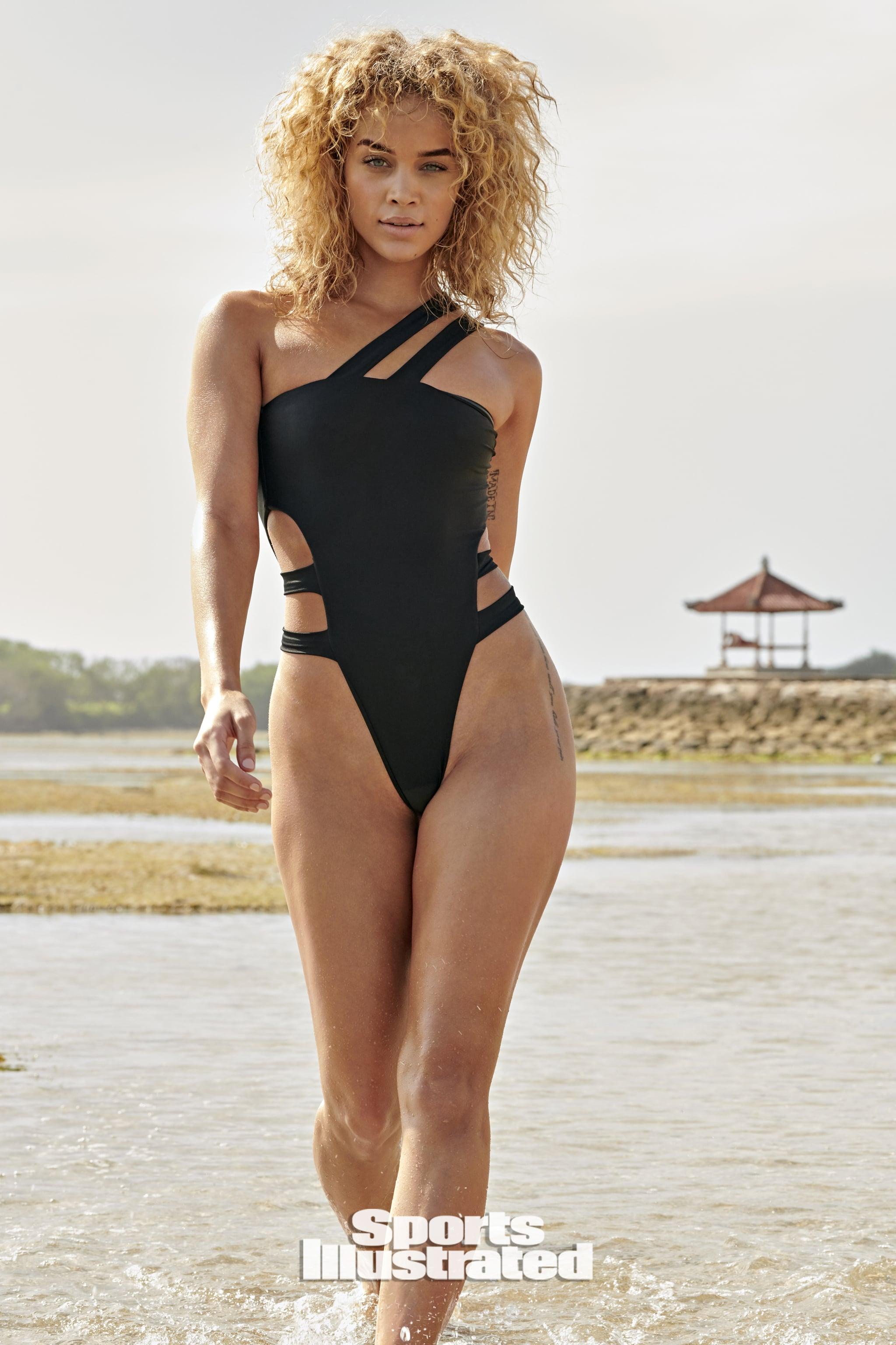 Jasmine Sanders On Sports Illustrated S Swimsuit Issue 2020 Popsugar Fashion