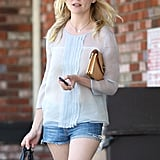 Kirsten Dunst had her hands full as she left a convenience store.