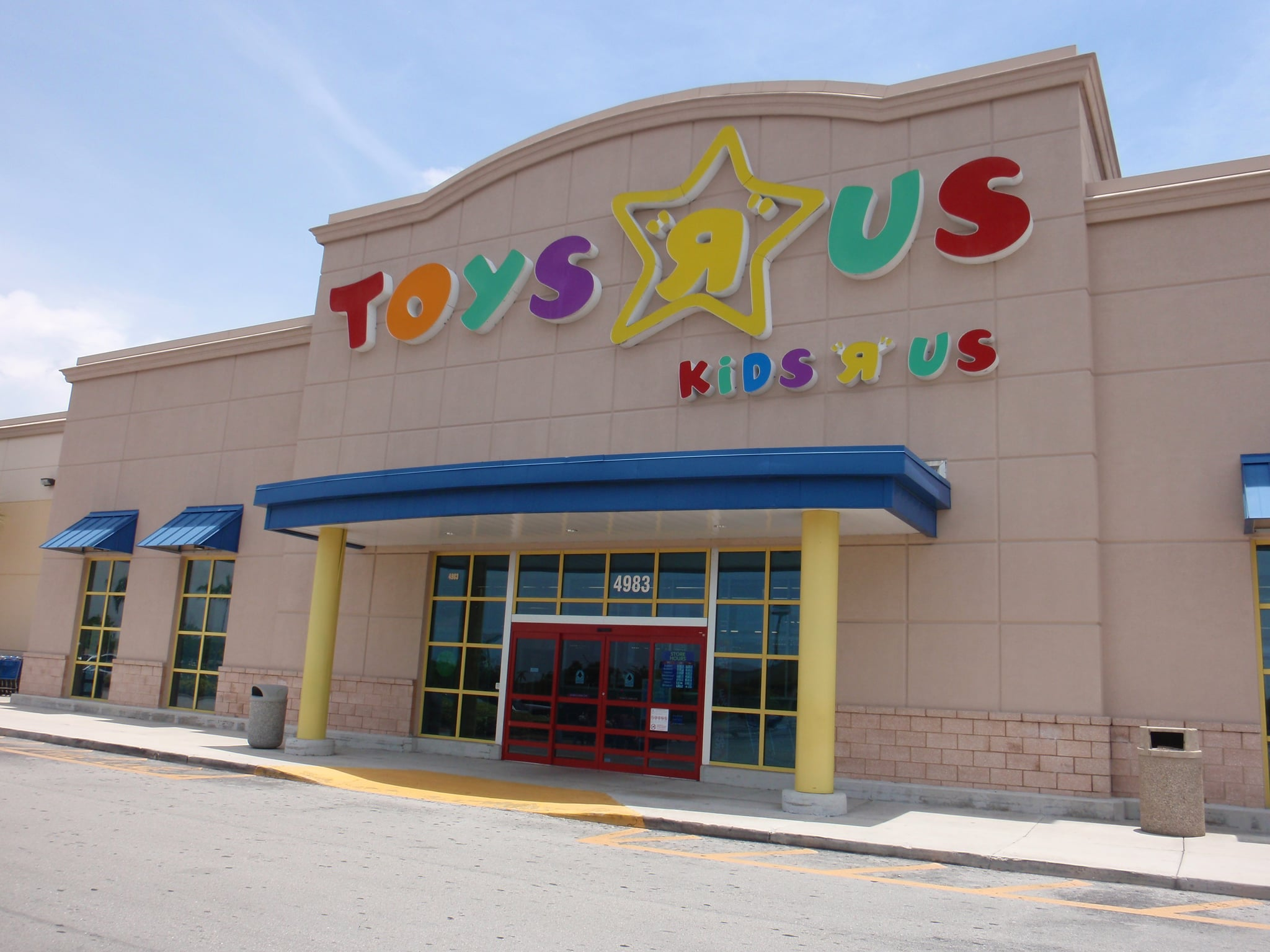 "Target Is Taking Over the Toys ""R"" Us Website Just in Time For the Holiday Season"