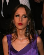Allegra Versace and Anna Wintour at 2009 Spring/Summer Versace Menswear show in Milan. Trend: dark lip colour for spring/summer