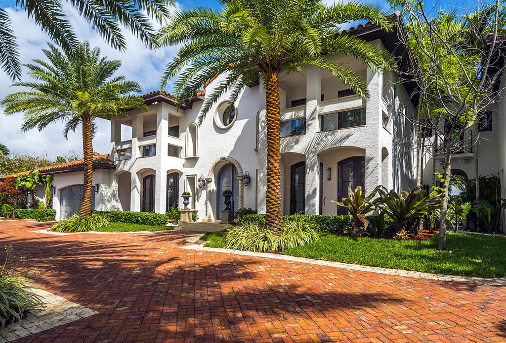 """For A-list actor Jamie Foxx, a sunny weekend in Miami is essential for his """"spirituality,"""" and this incredible waterfront estate courtesy of Airbnb was just what he needed! The actor recently spent the weekend in the sunshine state, where he was hooked up with the luxurious rental. The eight-bedroom, seven-and-a-half-bathroom mansion is known as the """"Magical Luxury Manor,"""" and that's putting it lightly.  Sitting on 929 square metres, the breathtaking mansion has us wondering how Jamie could possibly leave after one weekend! It's equipped with chic furnishings and gorgeous views of the water. The luxurious poolside bar, lounge, and hot tub are perfect for entertaining guests, who could stay in the guest house (if the eight bedrooms weren't enough, of course). There's even a mini kitchen connected to the master bedroom — now that is special! Jamie took to Instagram to thank Airbnb for taking care of him while he was in Miami, writing that he was """"feeling spiritual"""" in the beautiful mansion, """"Because that's what I like to do, I like to be spiritual.""""               View this post on Instagram                        A post shared by Jamie Foxx (@iamjamiefoxx) on Dec 6, 2016 at 7:12am PST   Keep reading to see all the photos of Jamie's awe-inspiring Miami Airbnb, and try not to turn into the heart-eye emoji from looking at this house!      Related:                                                                                                           What Really Happened When I Rented Out My Apartment on Airbnb"""