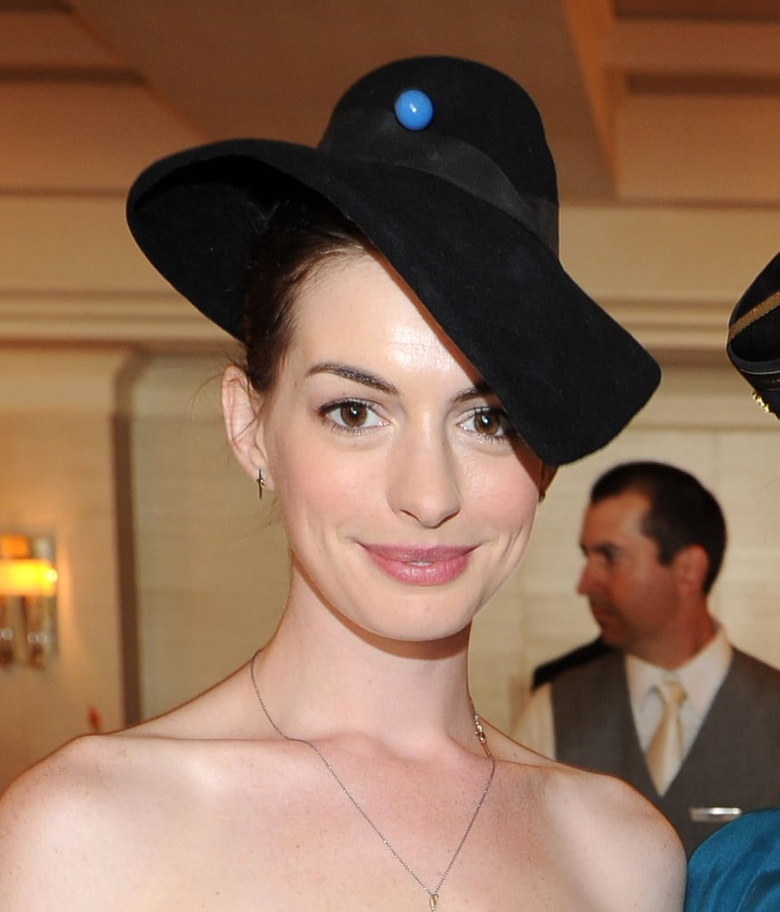 Anne Hathaway Engaged Celebrity Save The Dateanne: Anne Hathaway Wore A Black Hat.