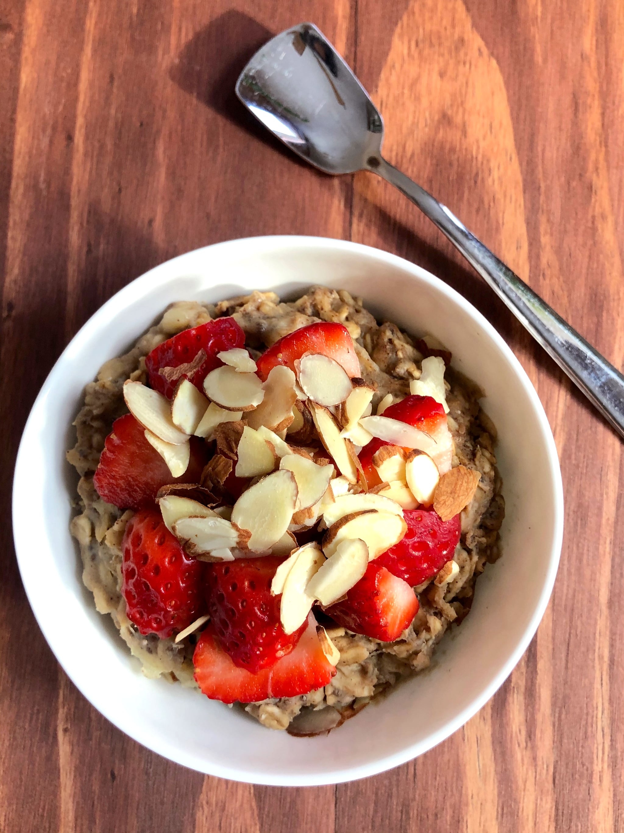 "This 2-Minute ""Baked"" Oatmeal Has Almost 22 Grams of Stay-Full-Until-Lunch Protein"