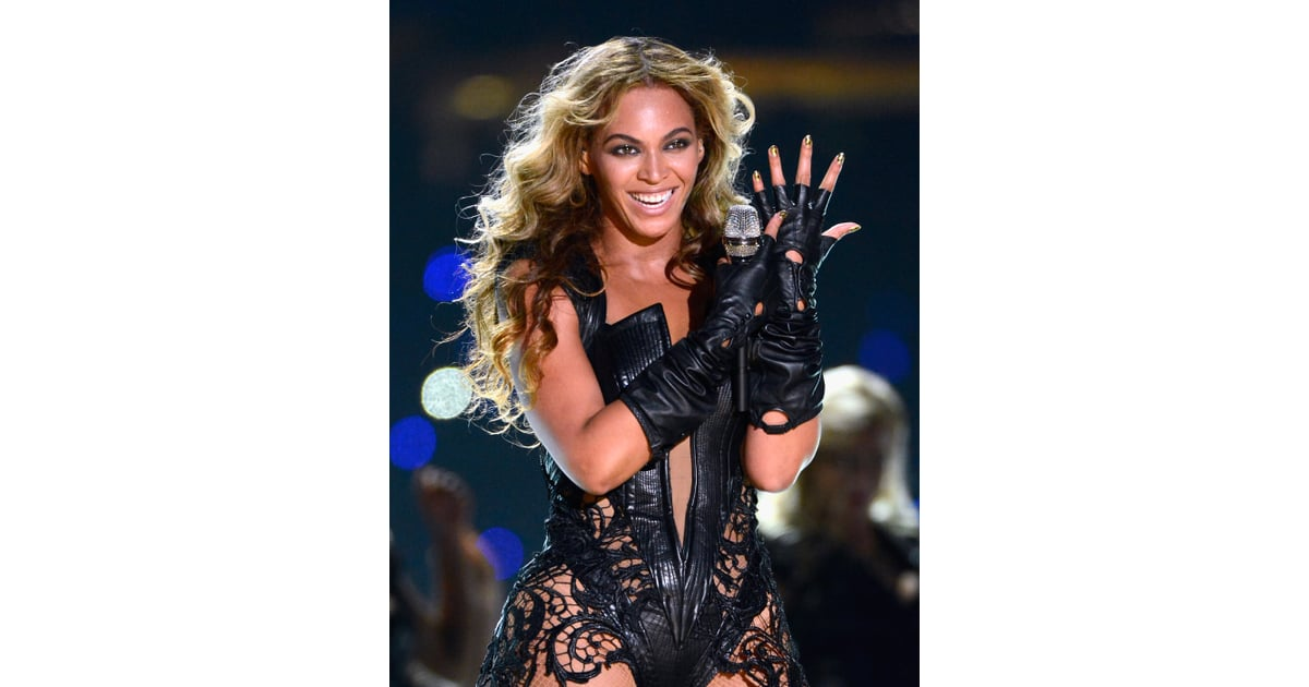 Beyonc Showed Off Her Nail Art Enthusiasm Again While Performing At