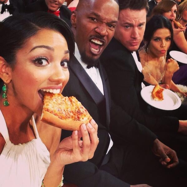 Jamie Foxx's daughter Corinne Foxx munched on pizza with her dad, Channing Tatum, and Jenna Dewan. Source: Twitter user corinnefoxx
