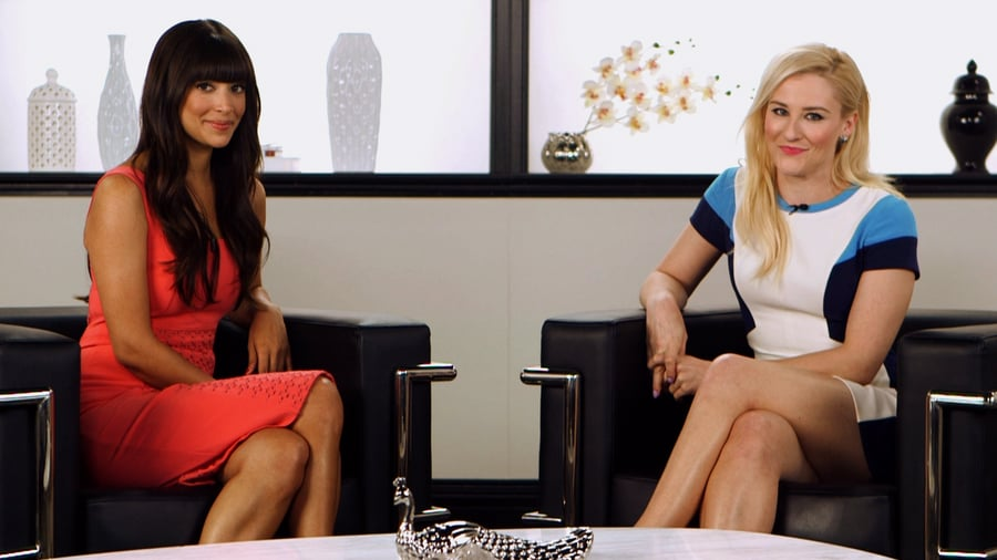 "Hannah Simone on Her ""Bizarre"" New Girl Wedding and Taylor Swift's Guest Appearance"