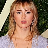 Taking some color inspiration from her gown, Suki Waterhouse opted for a soft lavender eye shadow on her lids.