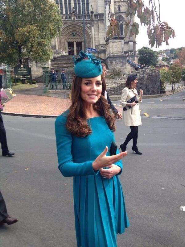 A fan snapped a cute picture of Kate while she chatted with locals in New Zealand. Source: Twitter user EmsaddisNZ