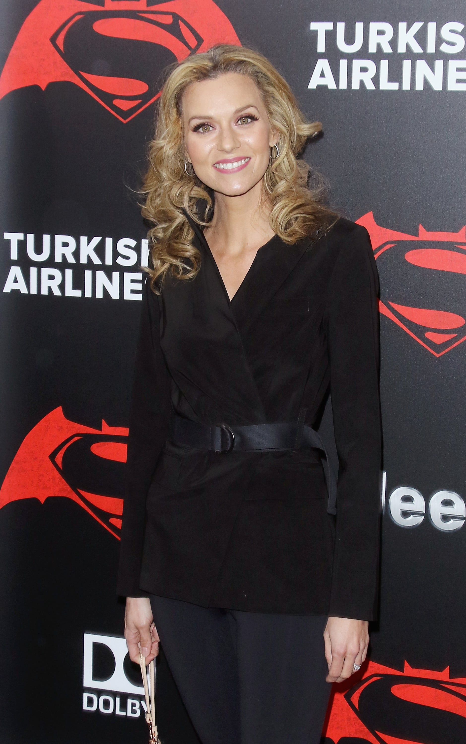 Jeffrey Dean Morgan's girlfriend Hilarie Burton with a diamond ring (possible wedding ring)