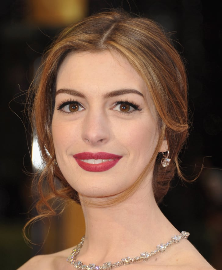 celeb short hair styles hathaway 2011 best looks at the oscars 3006 | Anne Hathaway 2011